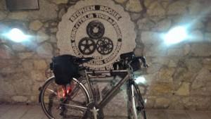 Arrivee-Stephen Roche Monument